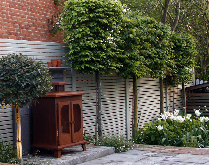 a tiny courtyard garden, in Kemsing, Kent